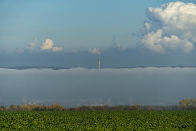 Fernsehturm im Nebel